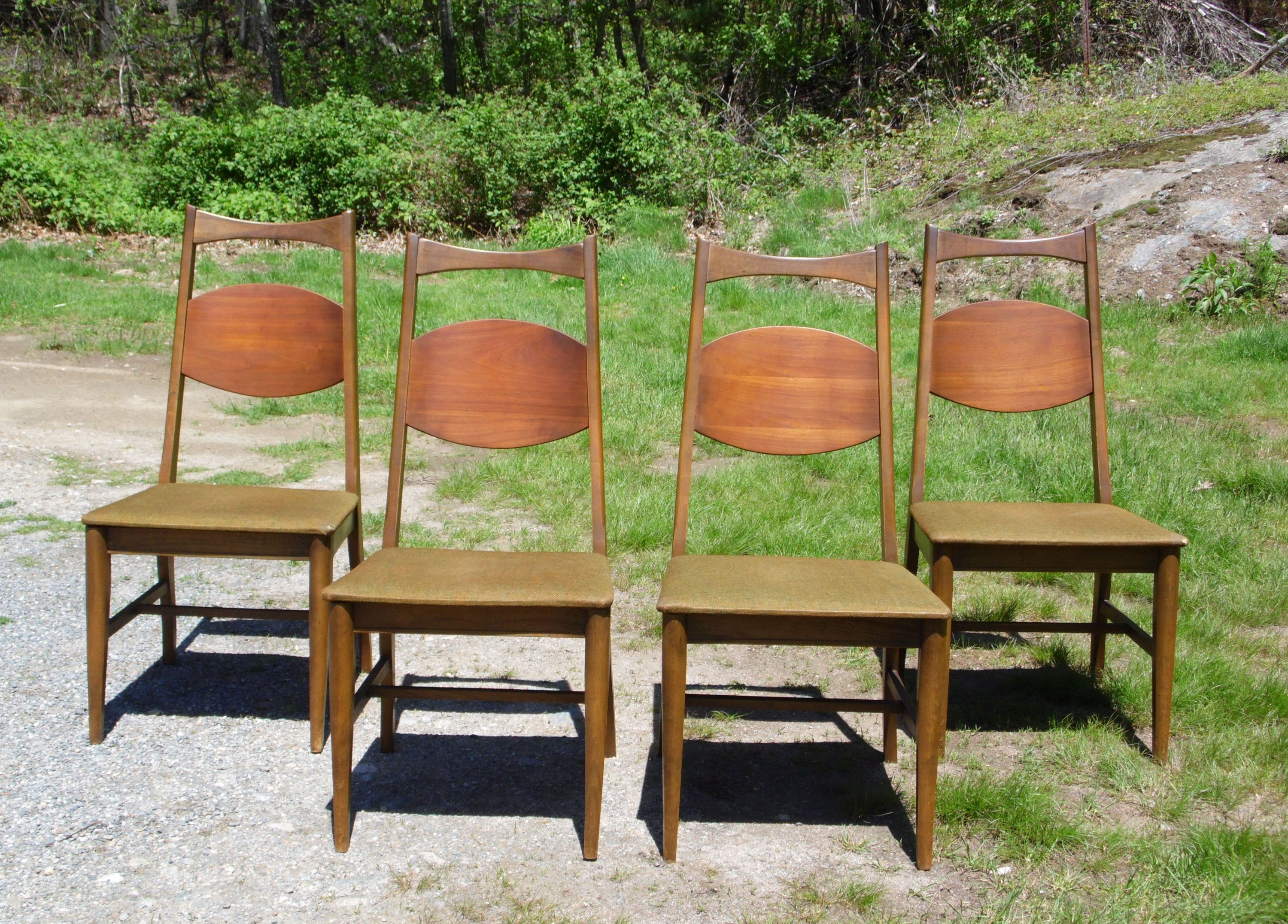 Vintage Set of 4 Mid Century Modern Walnut Bassett Dining Chairs