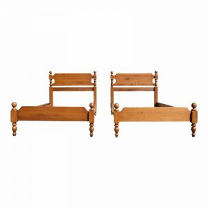 Antique Pair Sweat Comings Traditional American Solid Maple Cannonball Twin Beds