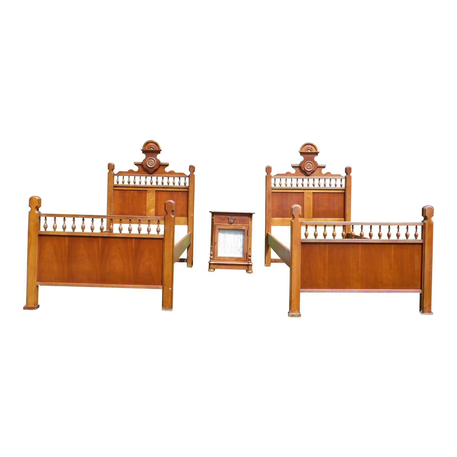 Vintage Lexington Betsy Cameron Victorian Bedroom Set Pair