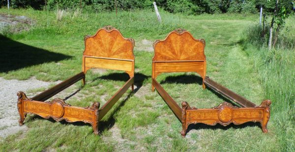 Antique Pair Ornate French Louis XV Rococo Style Burled Walnut Twin Size Beds
